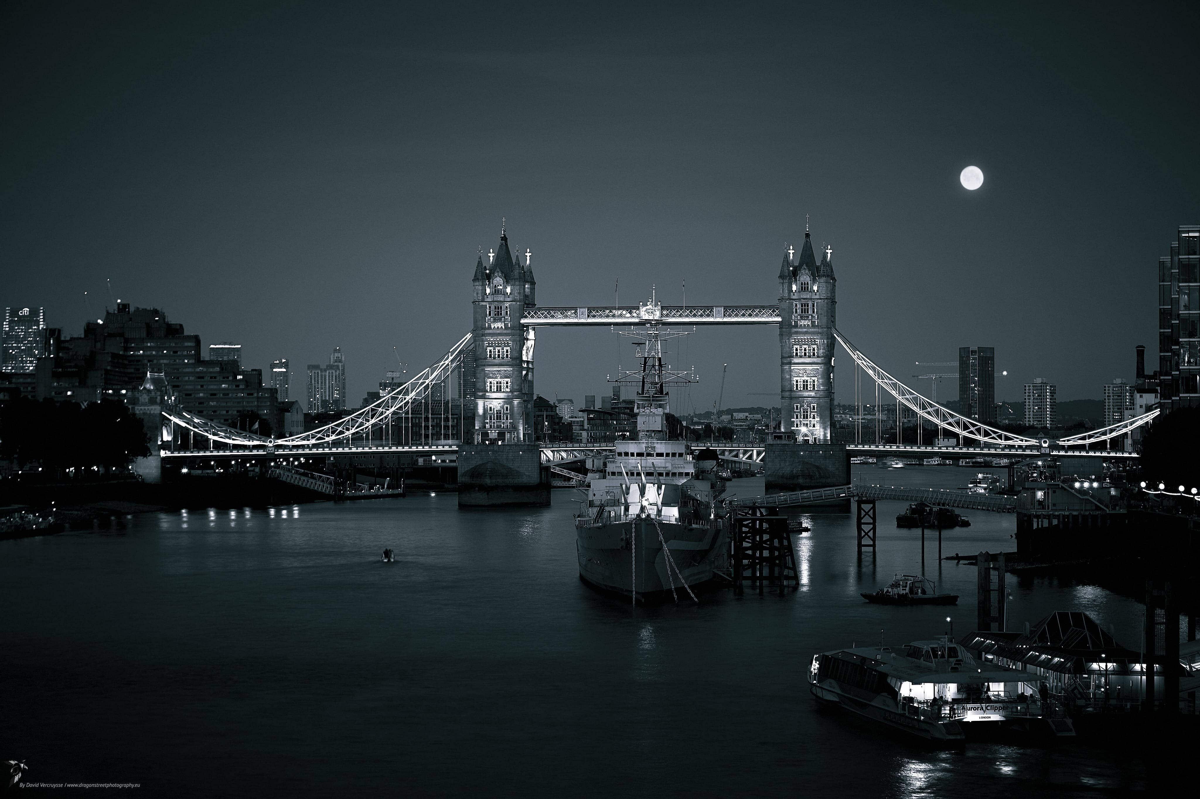 Tower Bridge by night, Londres, Angleterre