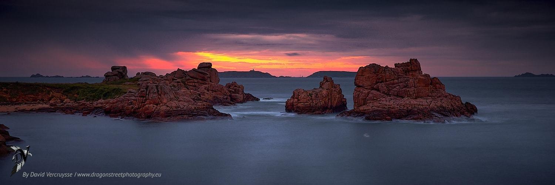 Coucher de soleil sur la côte de granit rose